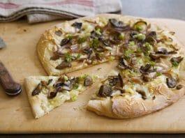 pizza funghi formaggio