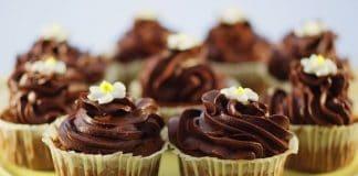 tortini con crema di cioccolato fondente e panna