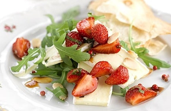 insalata fragole formaggio brie