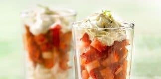 dessert fragole meringa panna in bicchiere