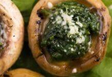 cappelle di funghi arrosto ripiene di spinaci