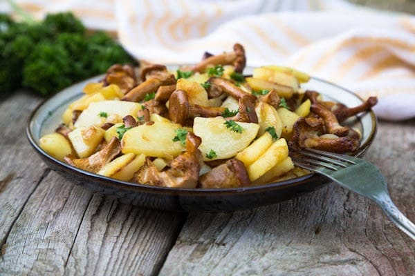 patate-e-funghi-finferli-in-padella-ricetta