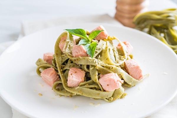 Ricette NataleFettuccine-verdi-spinaci-salmone.