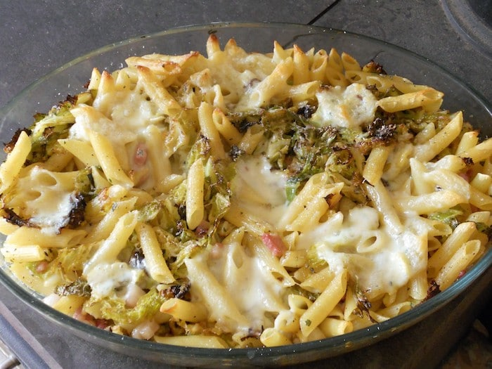 Pasta al forno con verza e pancetta