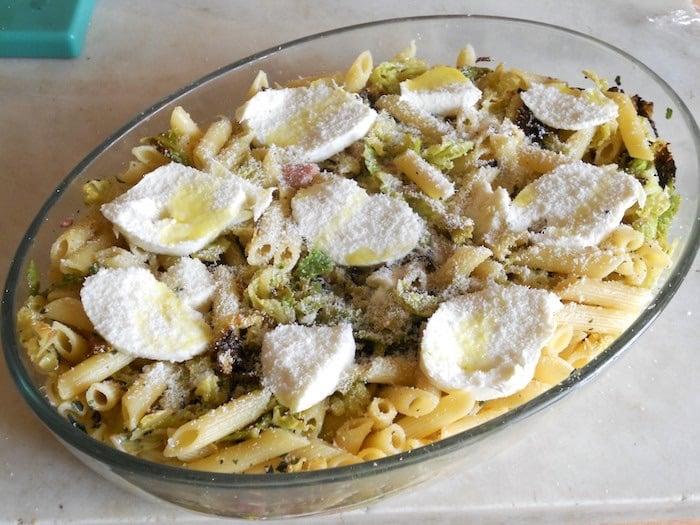 Pasta al forno con verza pancetta mozzarella