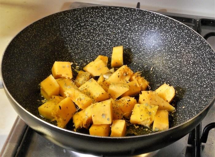 Bocconcini di zucca e salsiccia saltati in padella 1