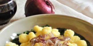 Cime di rapa gnocchi con cipolle croccanti ricetta