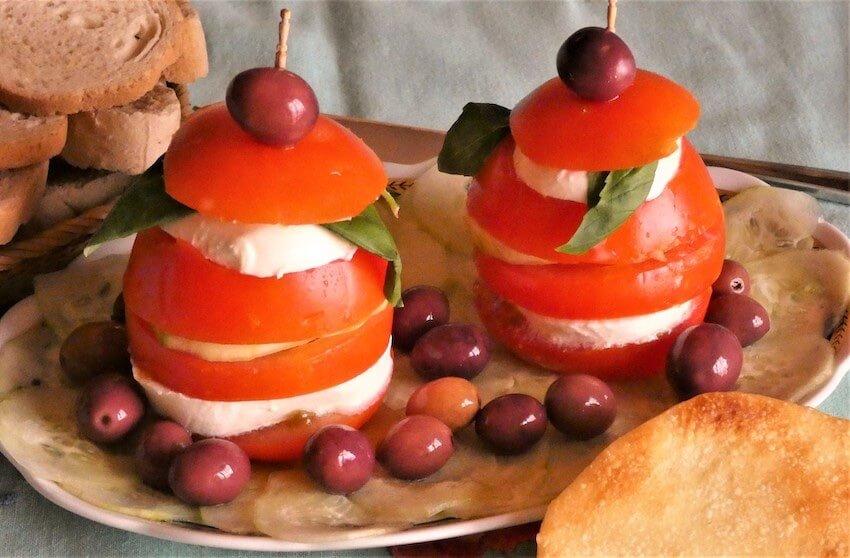 ricetta caprese torrette pomodori cetrioli
