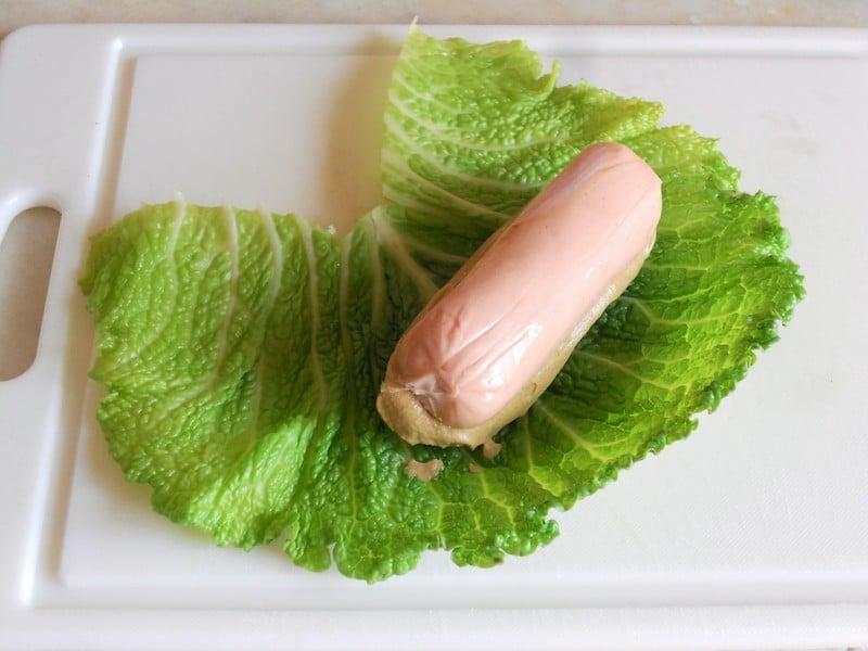 Involtini di verza con wurstel alla senape