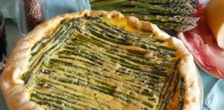 crostata salata con asparagi e speck
