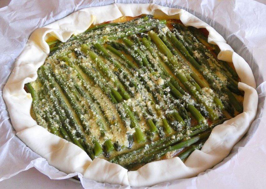 crostata salata con asparagi preparazione