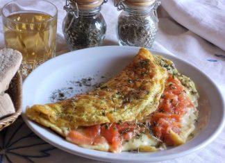 Omelette al salmone affumicato e formaggio